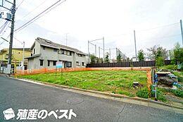 世田谷区成城9丁目の土地。低層の住宅が立ち並ぶエリアです。開放感があふれております。