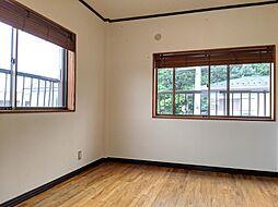 2面採光の洋室は心地よい日当たりと風通しが魅力です。