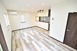 LDK壁・天井はクロス張替え、ダウンライト照明の新設、床の張替えも行いました。