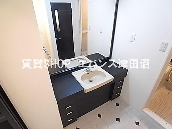 千葉県船橋市前原西6丁目の賃貸マンションの使いやすい洗面所です