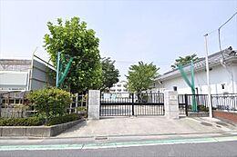 区立水元小学校 90m