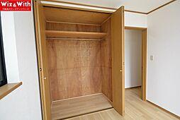 2階の居室には全て収納スペースがあります。
