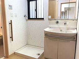 洗面室にも床暖房がついているので冬場も暖かいですね