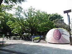 駒沢公園 300m お子様が遊ぶ遊具もあり、ドッグランもあります