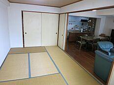 和室約8.7帖はリビングと一体化して広々とお使いできます。