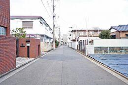 第一種低層住居専用地域。周辺は落ち着いた住宅街です。
