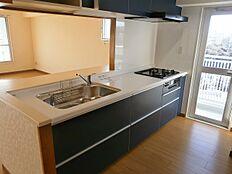 広々としたキッチンは使い勝手がよさそうですね。