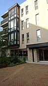 外観 プラウドシティ阿佐ヶ谷は首都圏における第一種低層住居専用地域の分譲マンションで最大級(1995年以降)の規模となる総戸数575戸の中低層レジデンス棟とテラスハウスのマンションです。