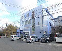 京都府京田辺市三山木西羅の賃貸マンションの外観