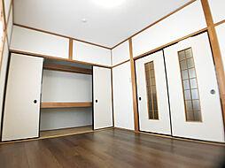 「2階洋室」和モダンでかっこいいお部屋です。