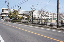 祖父江中学校まで徒歩約27分。(約2100m)