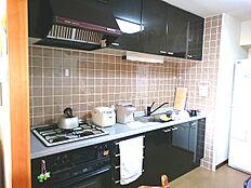 キッチンにはカウンターが設えております。