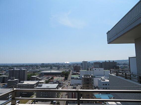 札幌ドームを望...