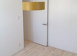 白を基調とした明るく爽やかなお部屋です