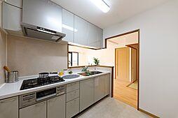 カウンターキッチン対面式なので家族の様子を見守りながら家事ができます