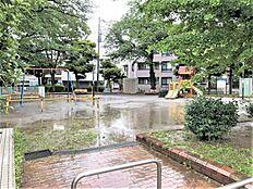 目の前には綾南公園が立地し、ちょっとした気分転換やお散歩にも気軽に立ち寄れます