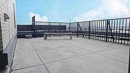 南と西の角に位置する34.94平米の大きなバルコニーからは天気の良い日は富士山が望めます。(ルーフバルコニー)