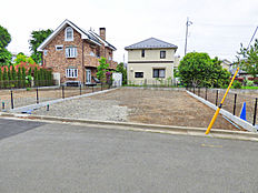 外観:前面道路含む現地土地写真