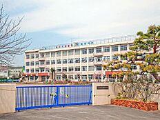 横川小学校距離100m