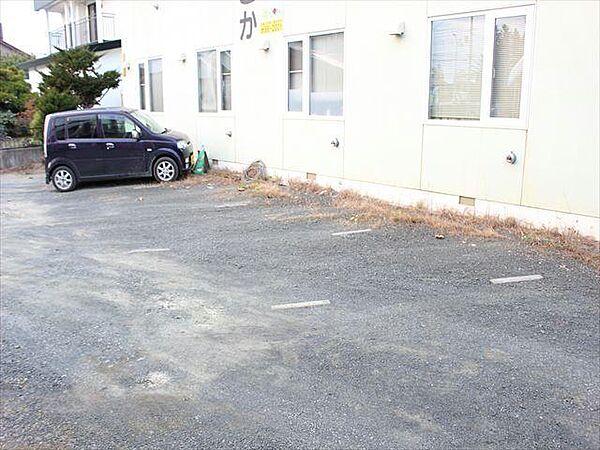 コーポささかの駐車場