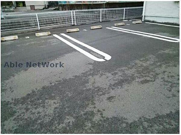 プラシードの駐車場